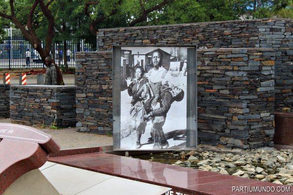 Hector Pieterson Memorial 5.JPG